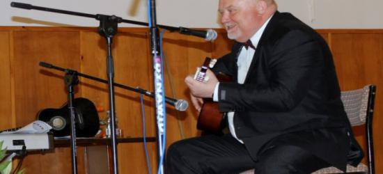 Wójt Bukowska zaśpiewał dla blisko 300 Pań! Jožin z bažin w wykonaniu męskiego chóru (FILM, ZDJĘCIA)