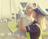 Wyjątkowy, policyjny kalendarz. Pomoc chorym dzieciom, wdowom i sierotom (VIDEO)