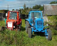 POWIAT BRZOZOWSKI: Kierował traktorem mając ponad 3 promile. Uszkodził seata i odjechał