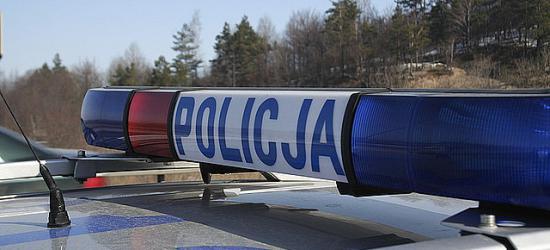 Potrącenie pieszej w Czaszynie. 67-latka trafiła do szpitala z urazem głowy