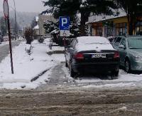"""INTERWENCJA: Z premedytacją parkuje na miejscu dla niepełnosprawnych. """"Zostanie rozliczony z łamania przepisów"""" (ZDJĘCIA)"""