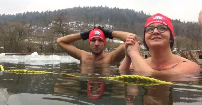 Poznajcie ludzi pozytywnie zakręconych! Morsujemy w Smolniku! (VIDEO)
