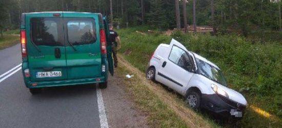 Zasnął za kierownicą i wpadł do rowu. Zakrwawionego mężczyznę ratowali pogranicznicy (FOTO)