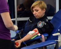 """Blisko 20 litrów krwi, która uratuje komuś życie. Policjanci w akcji """"SpoKREWnieni służbą"""" (ZDJĘCIA)"""
