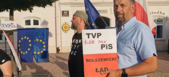"""""""Protestujemy przeciwko zamachowi PIS na wolne media"""" Ustawa medialna krytykowana(VIDEO)"""