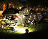 GMINA ZAGÓRZ: Pijany kierowca ściął ogrodzenie i wylądował na dachu. Jechał bez uprawnień (FILM, ZDJĘCIA)