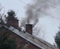 SANOK: Straż miejska sprawdza czym palimy w piecach. Dotkliwe kary za wypalanie niedozwolonych materiałów (ZDJĘCIA)