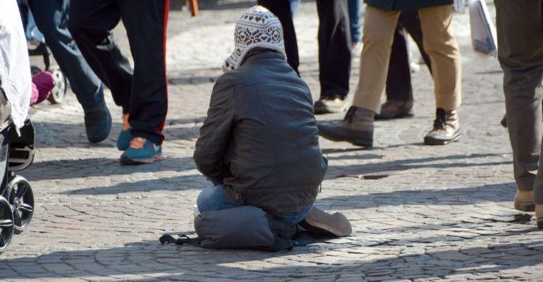 Pomógł bezdomnemu. 30-latek mógł wrócić do kraju
