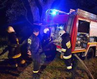 KRONIKA STRAŻACKA: Płonąca przyczepa kempingowa, zderzenie osobówki z motocyklem i pożary suchych traw