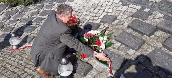 Żołnierzom polskim walczącym i ginącym na wszystkich jej frontach