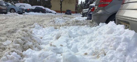 INTERWENCJA. Problem z wyjazdem z parkingu na Błoniach (VIDEO, ZDJĘCIA)