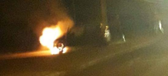 SANOK: Samochód zapalił się podczas jazdy! (FOTO, VIDEO)